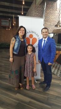 Üyelerden Bukle Erman'ın kızı Ada Erman da BHİD'e Hoş Geldin rozetini BHİD Başkanı Mustafa Sönmezay'dan aldı.