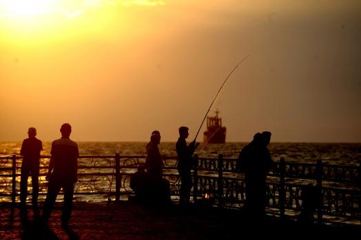 Sonbaharda Bursa sahillerinde gün batımı