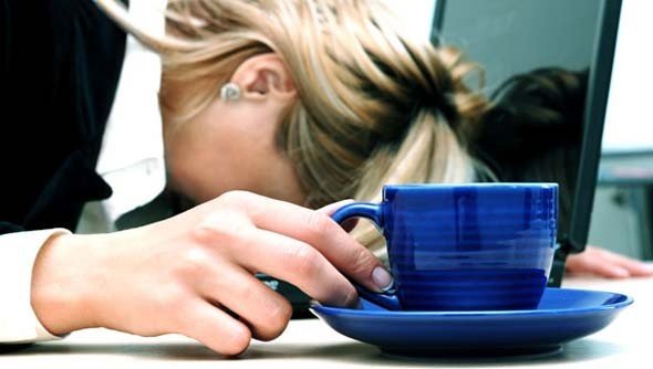 Hava değişimi sonucu hormonların salgılarındaki farklılık ve birçok etkenin neden olduğu bahar yorgunluğuyla baş etmenizin öncelikli yolu ise doğru besinleri, doğru miktarda tüketmek.
