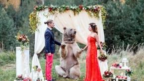 En sıradışı evlilik! Ayının şahit olduğu nikahtan 10 kare