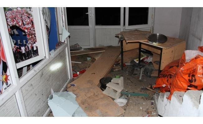 AK Parti binasına bombalı saldırı!