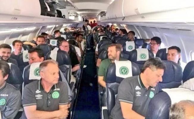 Futbolcuları taşıyan uçak düştü! 76 ölü!
