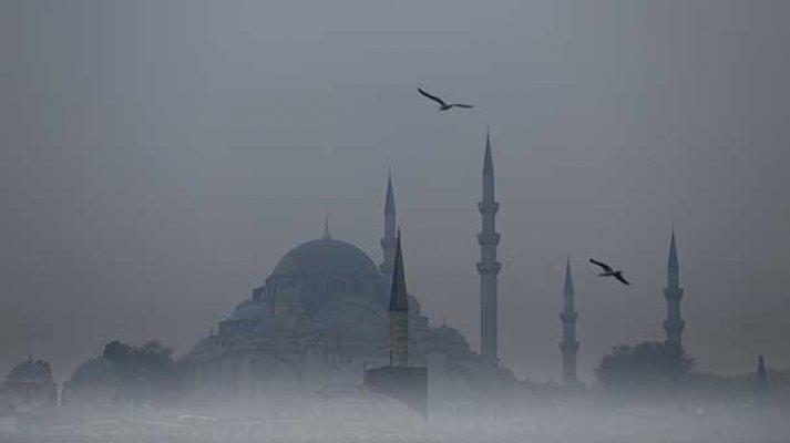 İstanbul'da sis! Gündüz geceye döndü