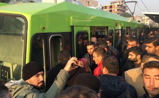 Metro yolda kaldı vatandaş isyan etti!