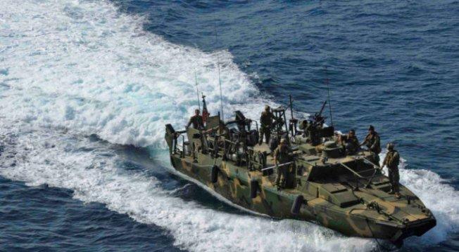 ABD İran donanmasına ateş açtı!