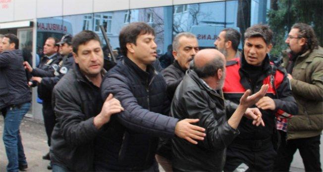 Acil servis önünde arbede: 13 gözaltı