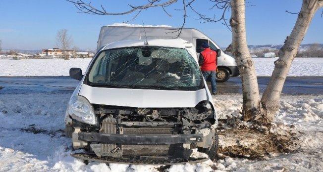 Bursa'da feci kaza! Buzda kayan araç...