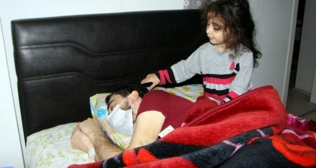 Bursa'da genç adam kızının gözleri önünde eriyor