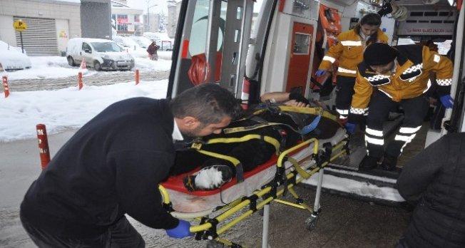 Bursa'da kar temizlerken çatıdan düştü