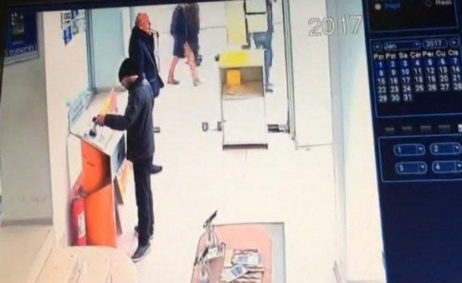Bursa'da telefon hırsızı kameralara aldırmadı