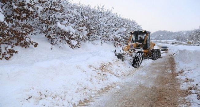 Bursa'da karla mücadele devam ediyor
