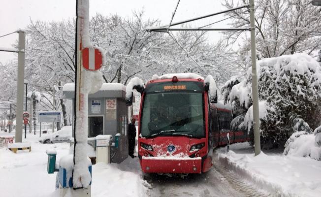 Şehir merkezinde kar kalınlığı 1 metreye yaklaştı!