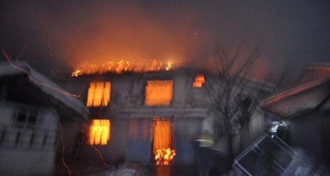 Bursa'da yaşlı çiftin evi alevlere teslim oldu