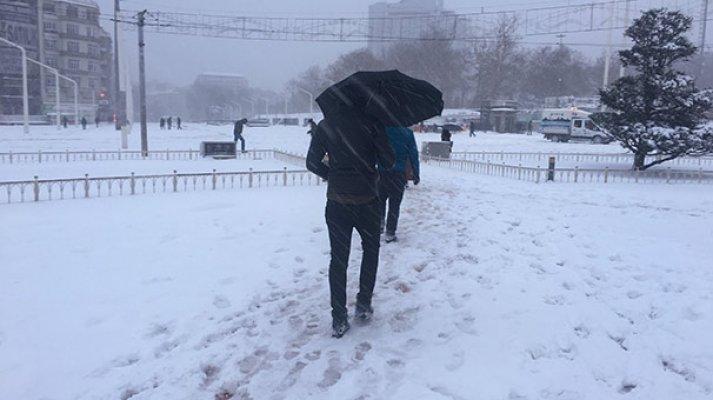 Yoğun kar yağışı kültür sanat etkinliklerini de vurdu