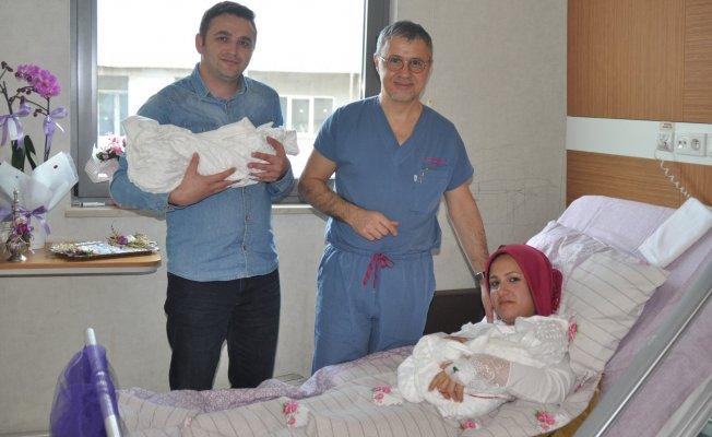 Bursa'da Sevgililer Gününde ikiz bebek sevinci
