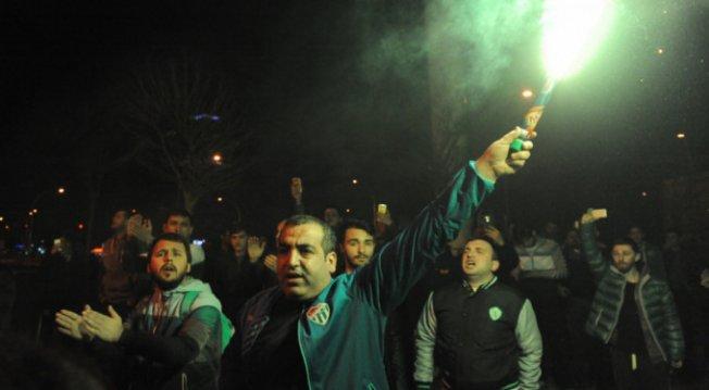 Bursasporlu taraftarlardan yönetime tepki!