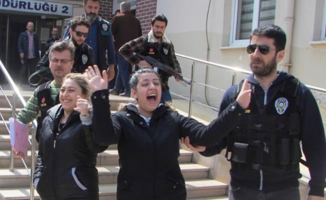 Bursa'da tatile gider gibi adliyeye gittiler