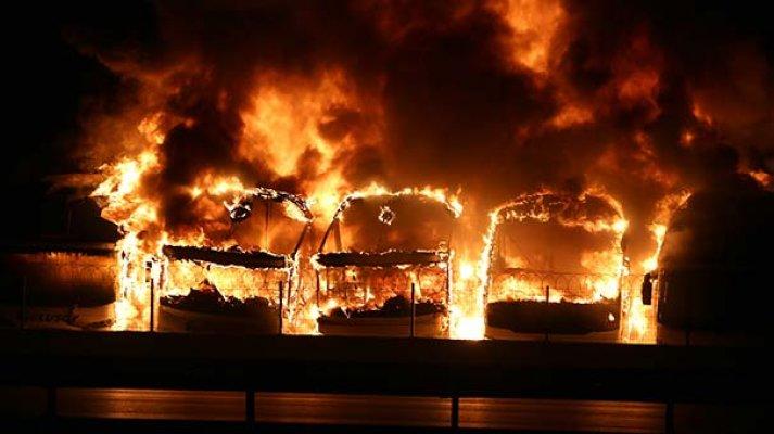 Bursa'da kundaklama şüphesi! 7 otobüs alev alev yandı