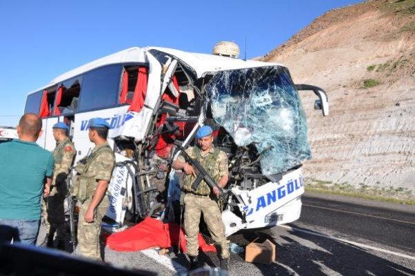 Korkunç kaza! Bursa'dan yola çıkan yolcu otobüsü TIR'a çarptı