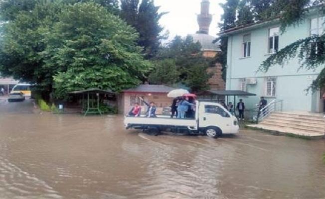 Bursa'da öğrenciler karnelerini almaya böyle gittiler!