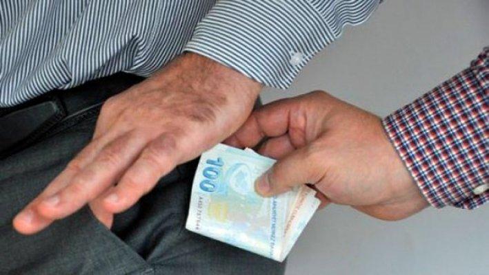 Bursa'da hastasından para alan doktora suçüstü!