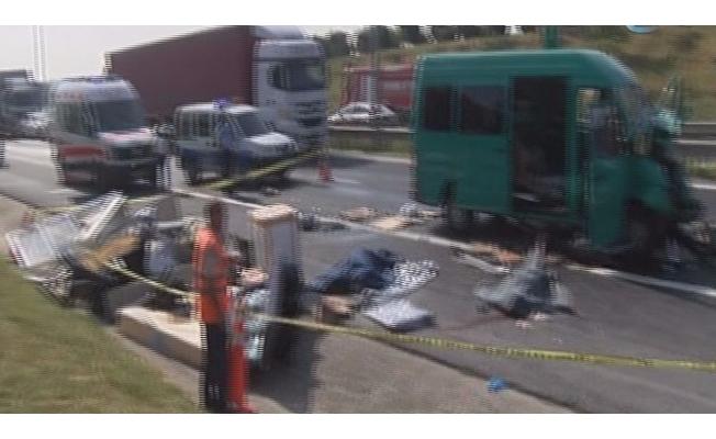 TEM Otoyolu'nda feci kaza: 2 ölü, 1 yaralı