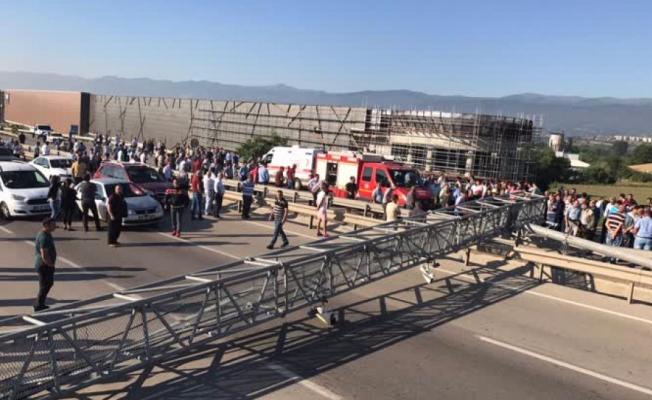 Bursa'da feci kaza! Karayolu ulaşıma kapandı