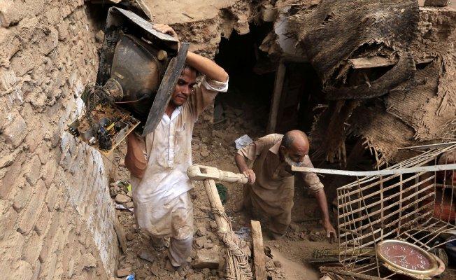Pakistan'da yağışın bilançosu ağır: En az 16 ölü