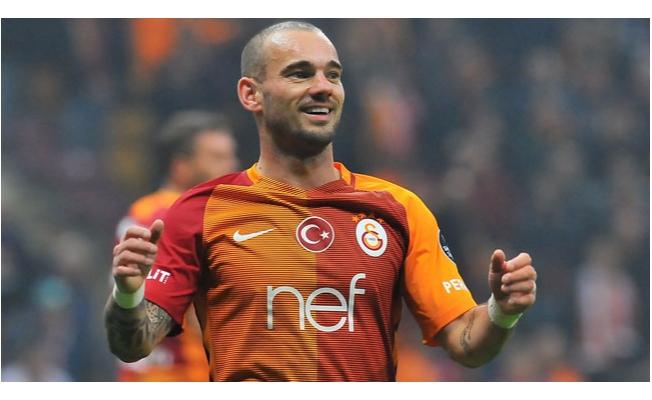 Sneijder'den flaş açıklama: Kalıyorum