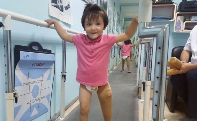 Minik Özge yeni protezine kavuştu!