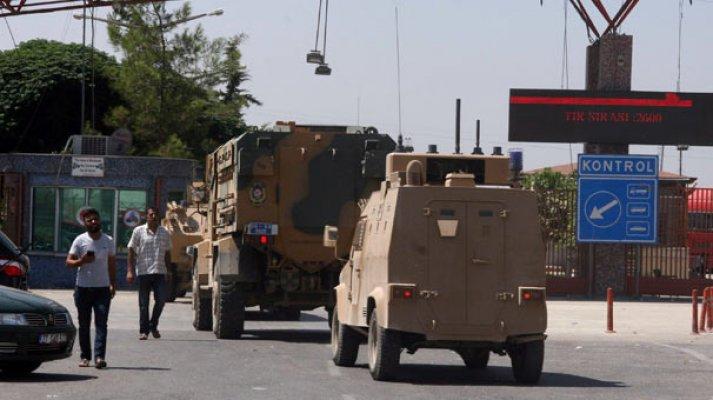 Sınırda askeri araç yoğunluğu