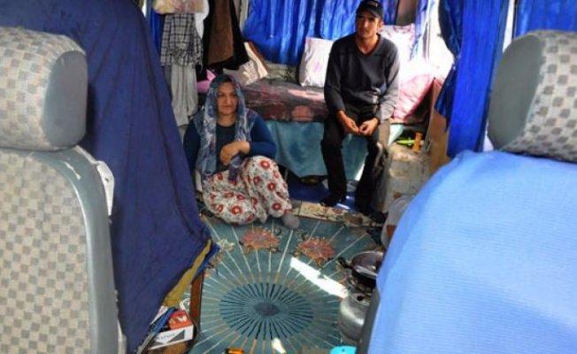 Bursa'da hurda minibüste yaşayan ailenin serveti dudak uçuklattı!