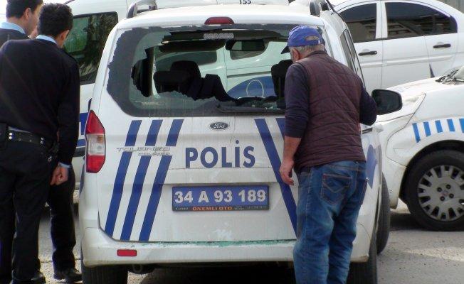 Polis araçlarına taşlı ve sopalı saldırı
