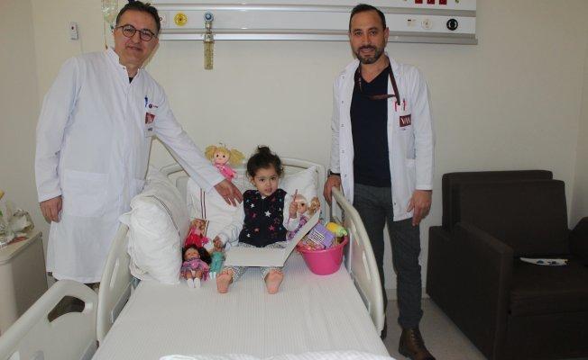 Bursa'nın en küçük böbrek taşı hastası Duru'ya başarılı operasyon