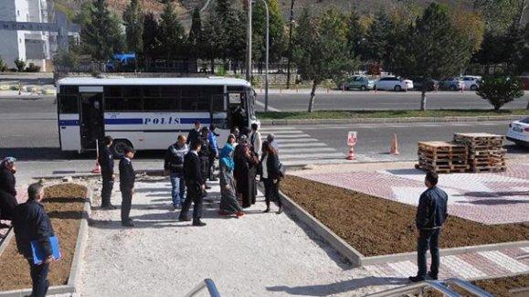 Bozüyük'te 4 FETÖ ablası tutuklandı