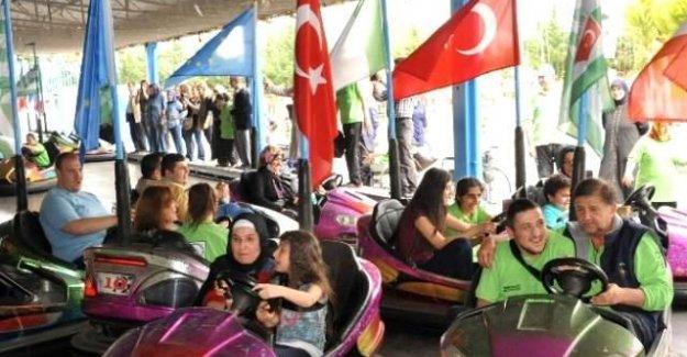 Bursa'da engelli vatandaşlar gönüllerince eğlendi