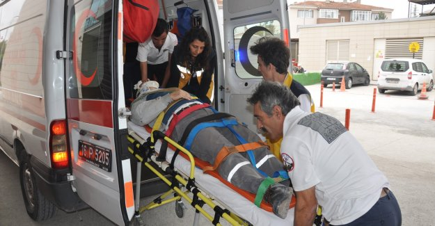Bursa'da fabrika çatısından düşen Suriyeli ağır yaralandı