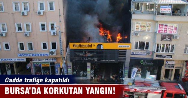 Bursa'da lastikçide büyük yangın