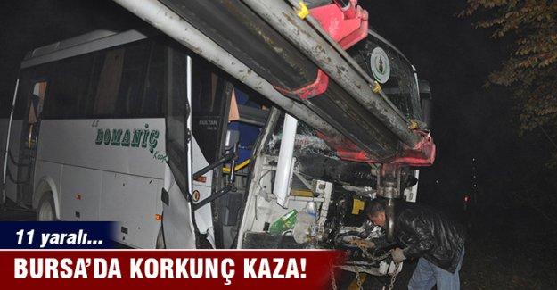 Bursa'da servis aracı duvara çarptı: 11 yaralı