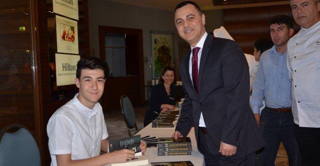 Bursalı genç yazar okurlarıyla buluştu