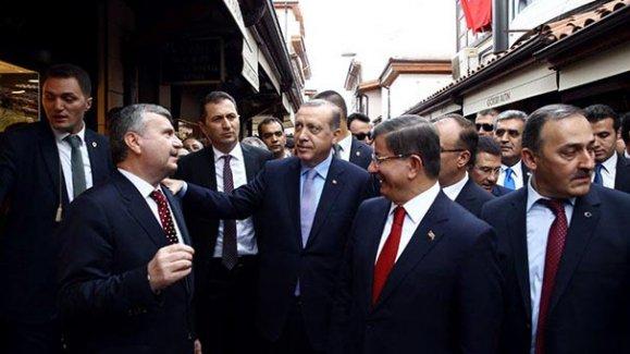 Cumhurbaşkanı Erdoğan 'Başkan Erdoğan' sloganlarıyla çarşıyı gezdi