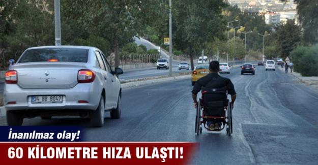 Engelli aracı ile yolların tozunu aldı