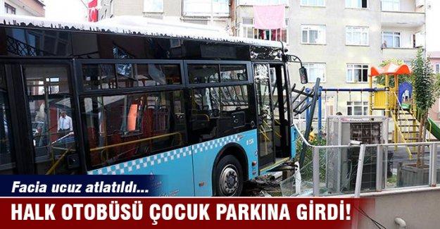 Halk otobüsü çocuk parkına girdi!