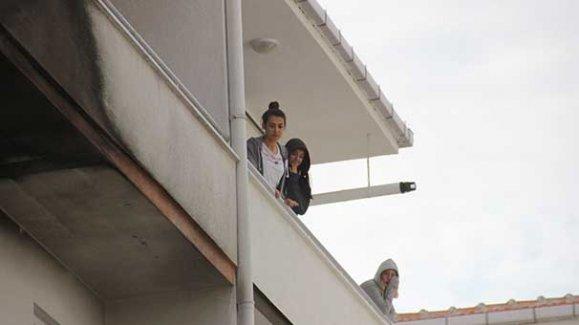 Kız öğrencilerin kaldığı apartta korkutan yangın