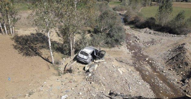 Otomobil dere yatağına yuvarlandı: 1 ölü, 3 yaralı