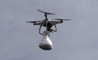 Nöbetteki köy korucularına 'drone' ile tatlı gönderildi