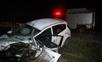 Bursa'da iki araç kafa kafaya çarpıştı!