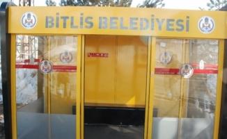 Klimalı ve televizyonlu otobüs durağı