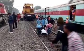 Tren raydan çıktı! 36 ölü