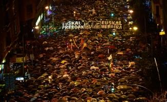 Ülke ayaklandı! 70 bin kişi sokaklara döküldü